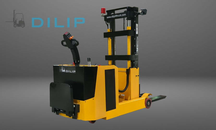 BATTERY OPERATED REACH STACKER